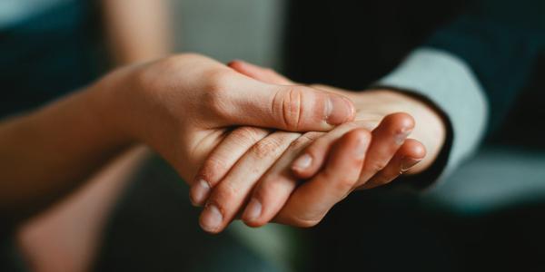 Helfende Hände, © unsplash/Markus Spiske