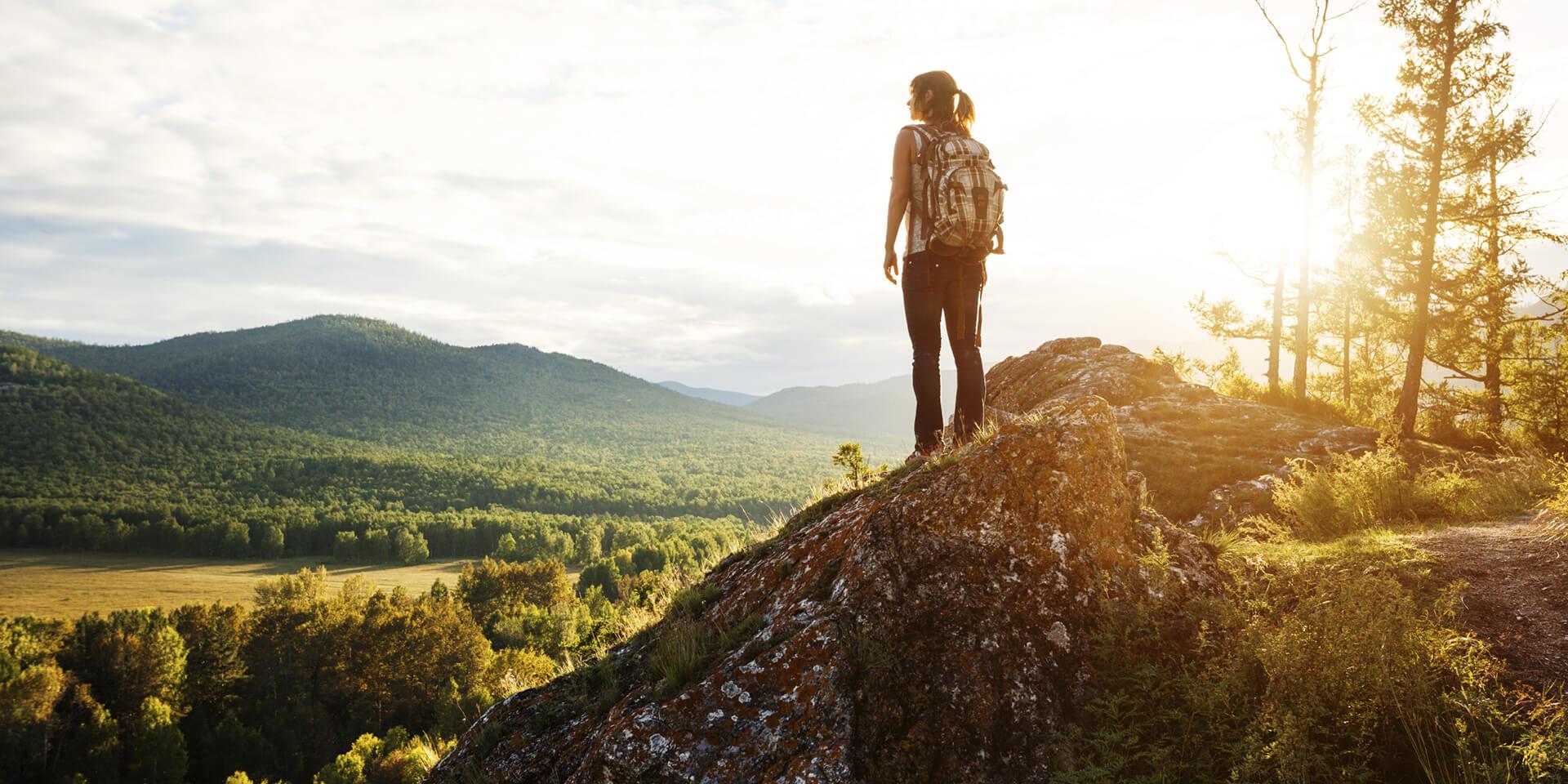 Wanderin auf einem Berg